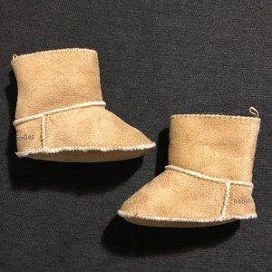 3-6m BabyGap fleece lined booties